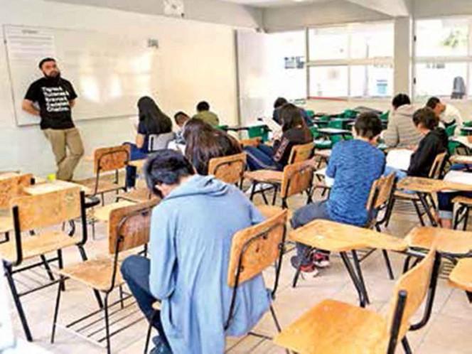 Aspirantes a prepa prefieren  a la UNAM; hacen examen de admisión