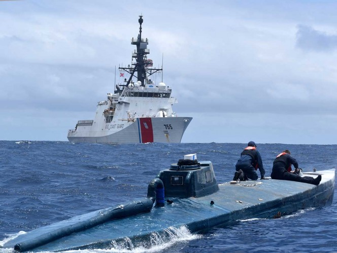 Furiosa persecución de narcosubmarino acaba en captura