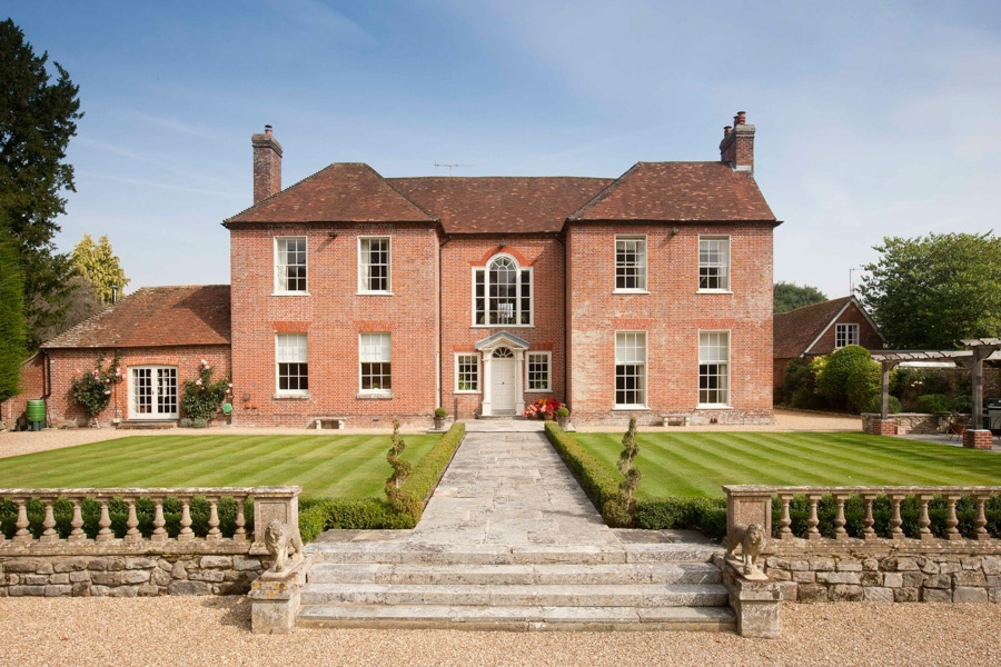 An impressive Georgian Grade II listed country house in the heart of a pretty Wiltshire market town.