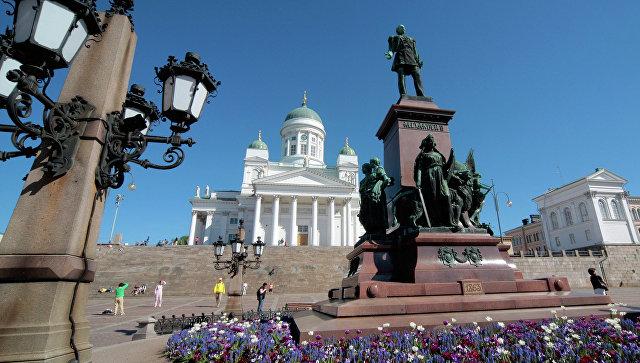 Памятник императору Александру II на площади у Кафедрального собора в Хельсинки. Архивное фото