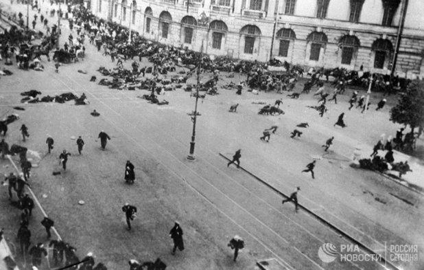 Расстрел войсками Временного правительства мирной демонстрации рабочих, солдат и матросов, проходившей под лозунгом Вся власть Советам. 1917 год