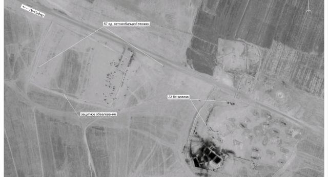 Pojazdy do tranzytu ropy gromadzą się w pobliżu stacji paliw Tall Daman w Syrii, 43 km na wschód od Deir ez-Zor