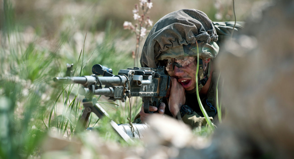 A paratrooper of the Israel Defense Forces with his Mitznefet on.