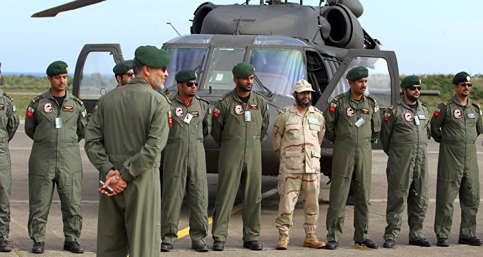 Saudi troops pose in front of an helicopter