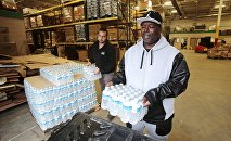 Anthony Fordham picks up bottled water from the Food Bank of Eastern Michigan to deliver to a school after elevated lead levels were found in the city's water in Flint, Michigan in this file photo from December 16, 2015