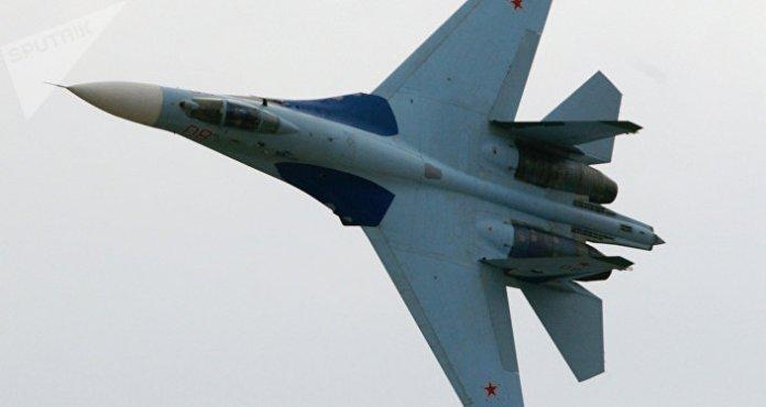 Russian Su-27 Fighter Intercepts US Reconnaissance Aircraft Over Black Sea