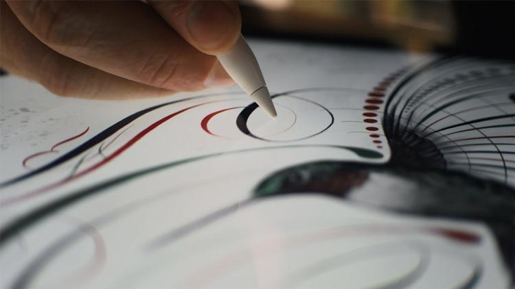 Apple Pencil funcionando sobre la pantalla de un iPad