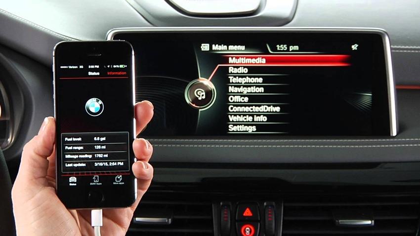 iPhone 7 conectado al sistema Bluetooth de un coche BMW