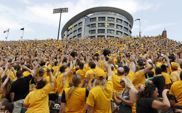 'The Wave' at Iowa brings sense of community, pride | News OK