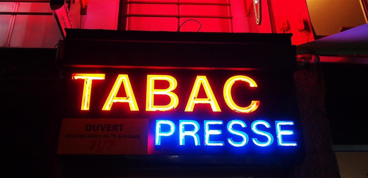 Quand Le Bureau De Tabac Se Transforme En Agence Bancaire