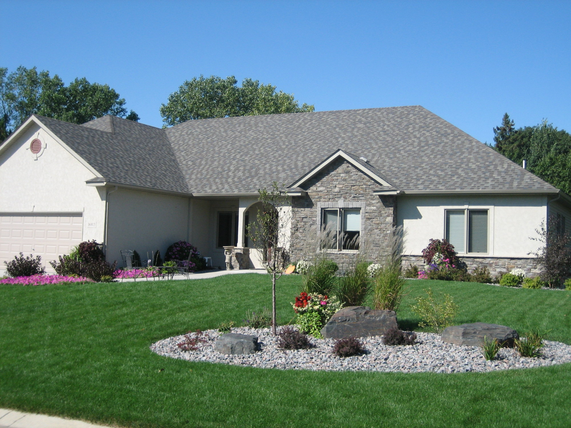 1000 images about modest landscaping ideas on pinterest on front yard landscaping ideas id=54775