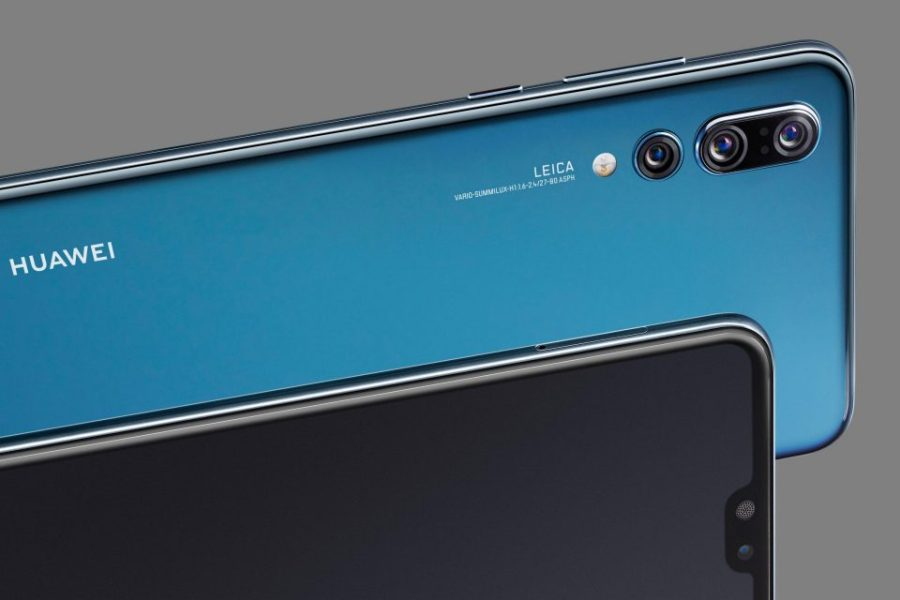 "Frente y dorso parciales del Huawei P20 Pro color ""Midnight Blue""."