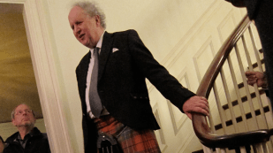 Alexander McCall Smith thanked the dinner hosts and guests and praised the work of the Harvard AIDS Initiative in Botswana and southern Africa.