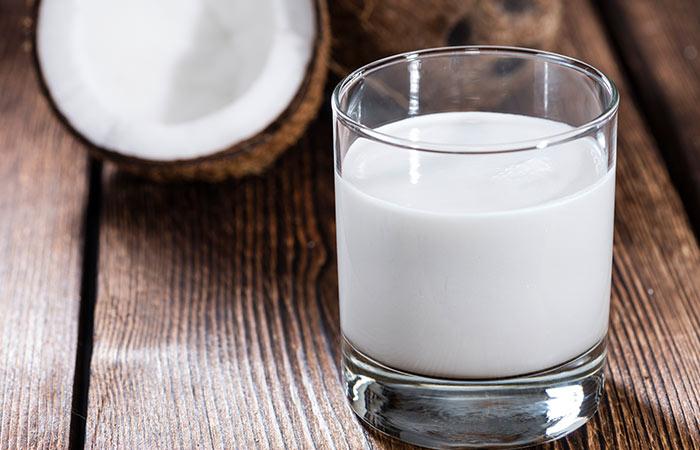 5. Coconut Milk And Aloe Vera For Hair Growth - HOE ALOË VERA GEL TE GEBRUIKEN VOOR HAARGROEI