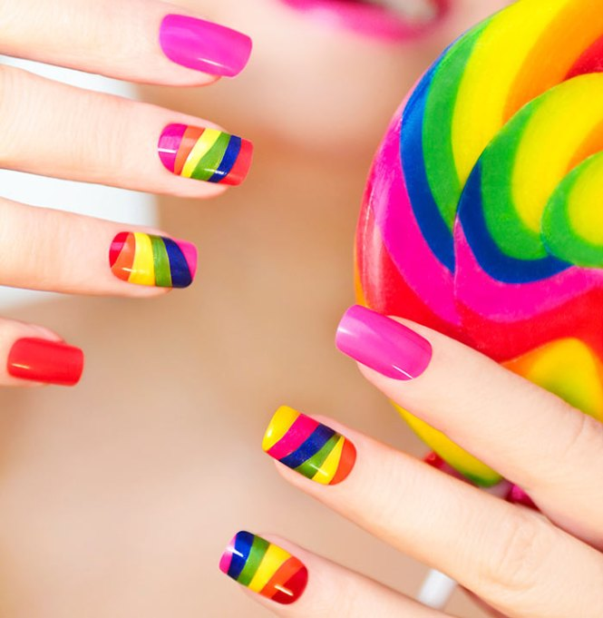 Nailstorming Holi Nails