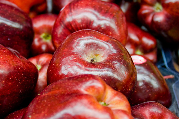 apples for glowing and healthy skin