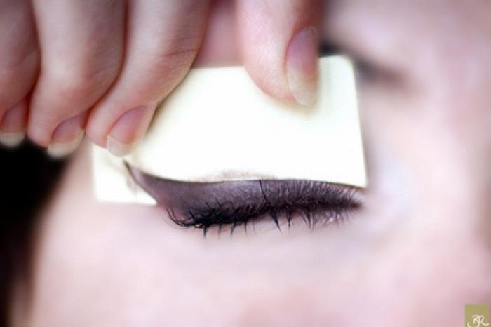A szem nyíl kialakítása szalvétával és kártyával