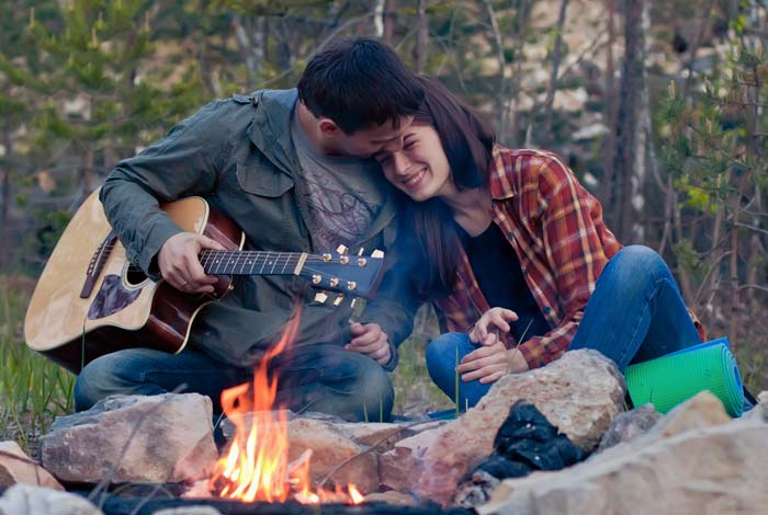Build A Campfire  12 Cute Things To Do With Your Date Build A Campfire