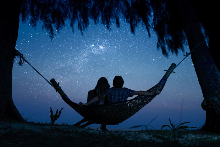 Gaze At The Stars  12 Cute Things To Do With Your Date Gaze At The Stars