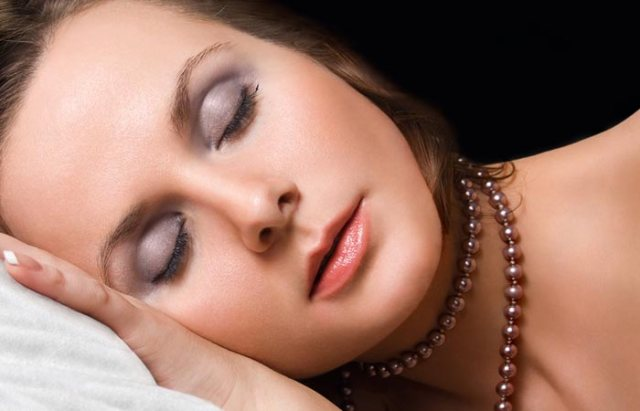7.-Sleeping-With-Makeup-On