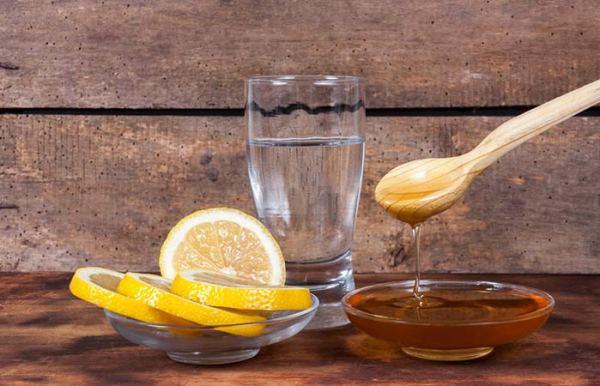 1.-Honey-And-Lemon-Face-Pack