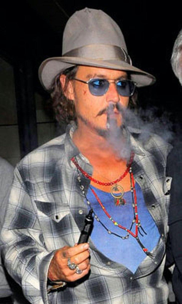 18 - Fumar hace daño, pero esto te da mucho estilo: 26 celebridades que usan su vaporizador en público