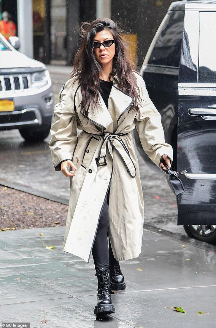 kardashian bikini10 - 20 fotos prueban que las Kardashian no solo lucen bien en bikini. Kylie luce sensual con abrigo