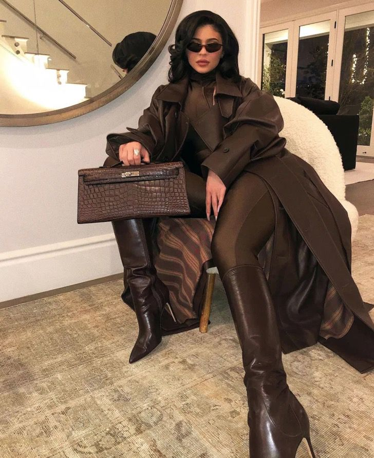 kardashian bikini18 - 20 fotos prueban que las Kardashian no solo lucen bien en bikini. Kylie luce sensual con abrigo