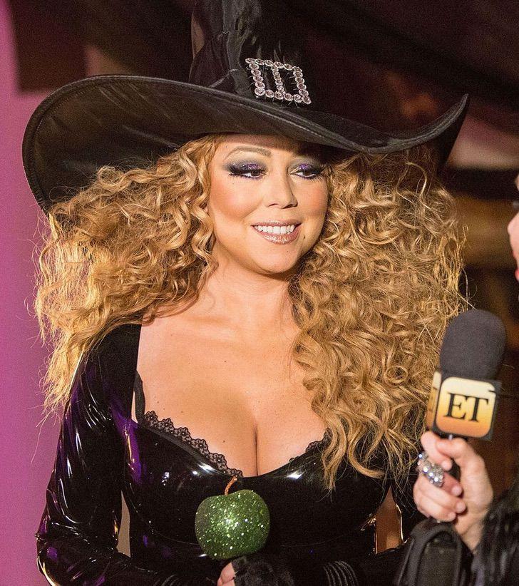 8 54 - 10 celebridades que lucen orgullosas sus lunares. Jennifer Lawrence tiene hasta en el pecho