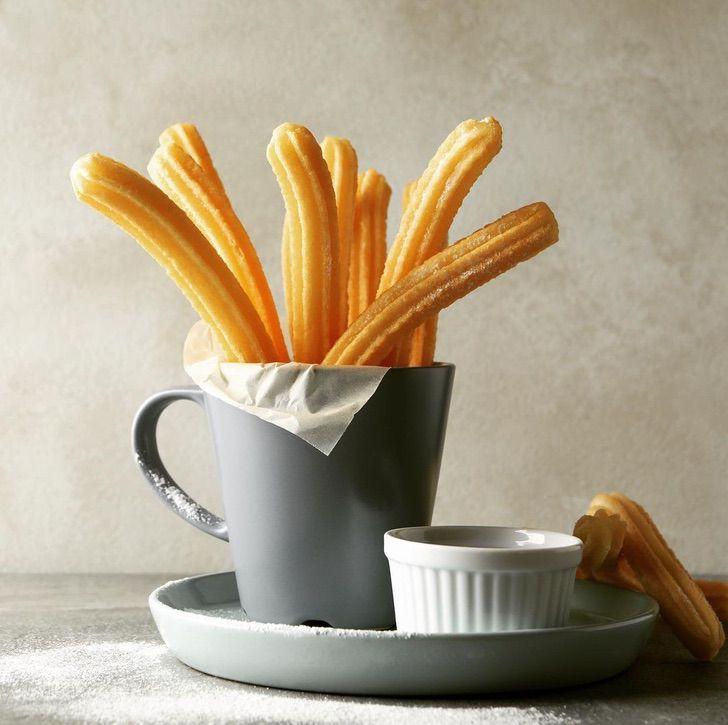 churros menta0003 - Crearon churros de menta rellenos con una pasta de limón. Una refrescante alternativa a la receta