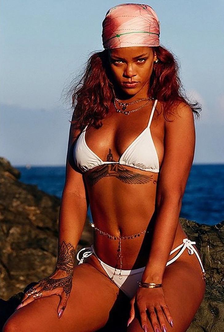 3 83 - 12 veces que las celebs usaron la pose de moda en bikini. Kourtney Kardashian fue la más osada