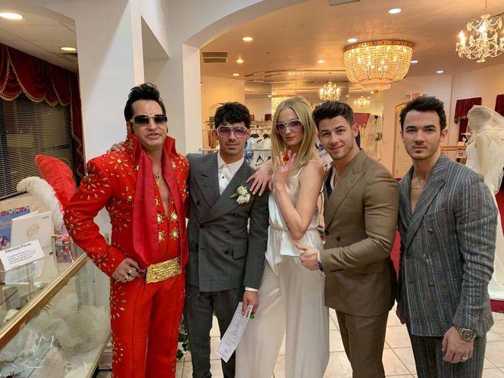 7 51 - 10 celebs que improvisaron su boda en Las Vegas y 10 que la planearon perfecta. Una se casó en jeans