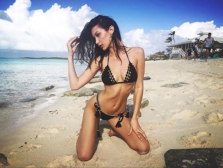 8 78 - 12 veces que las celebs usaron la pose de moda en bikini. Kourtney Kardashian fue la más osada