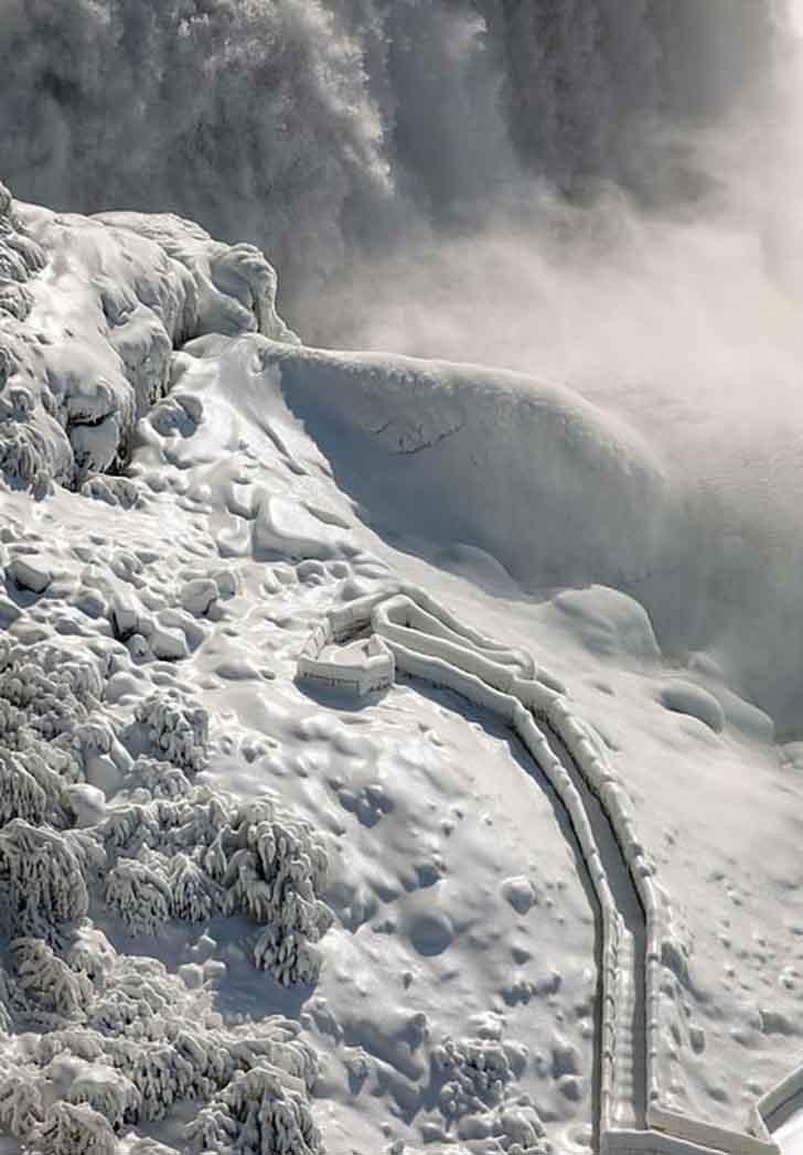 cataratas del niagara estados unidos003 - El frío sigue castigando sin piedad a Estados Unidos. Ahora se congelaron las cataratas del Niágara