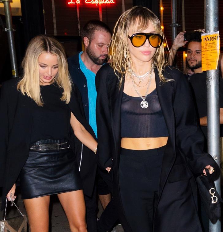 4 71 - 20 famosas que usaron blusas transparentes en público. Bella Hadid olvidó el sujetador en casa