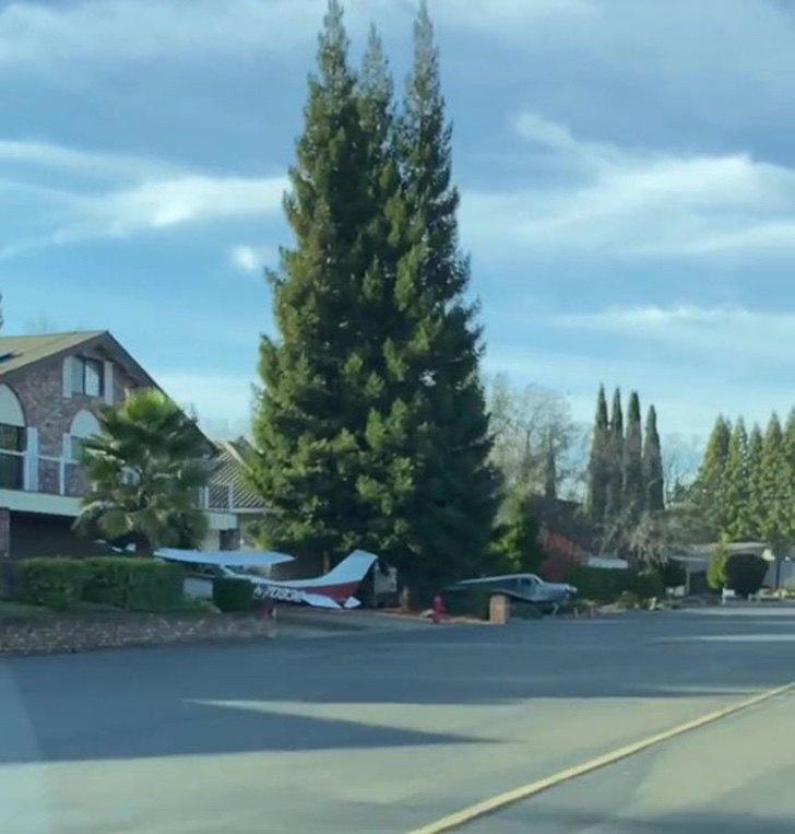 5bp 6045cd1e9b096  700 1 - Descubren un vecindario donde todos tienen aviones en sus casas como si fueran autos. Todo un lujo