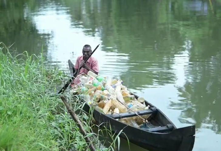 Captura de Pantalla 2021 03 10 a las 16.01.30 - Abuelo con parálisis lucha contra la contaminación de un lago en su bote. Así se gana la vida