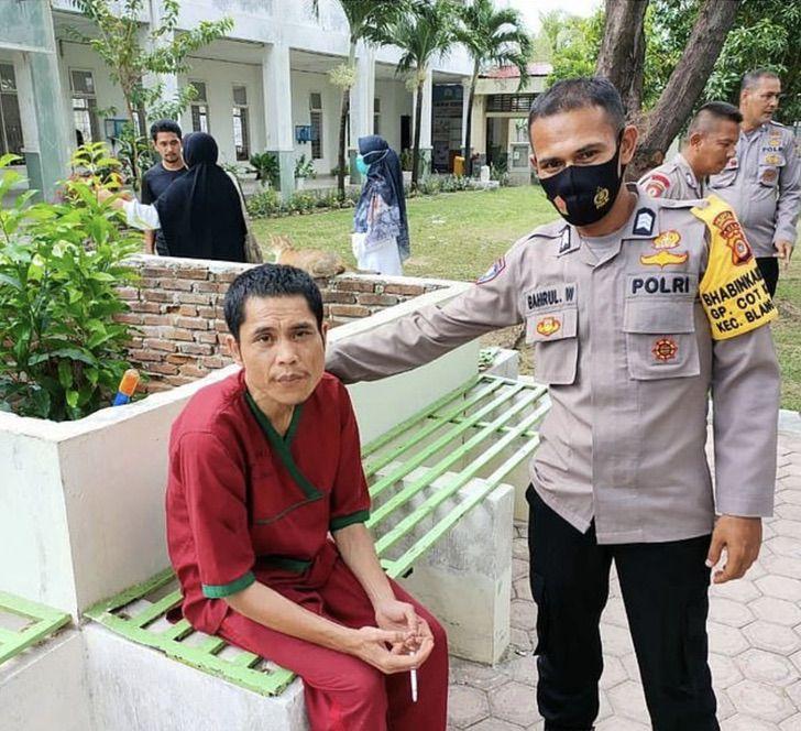 Captura de Pantalla 2021 03 19 a las 09.03.18 - Policía declarado muerto en tsunami del 2004 es hallado vivo en un psiquiátrico. No supera su trauma