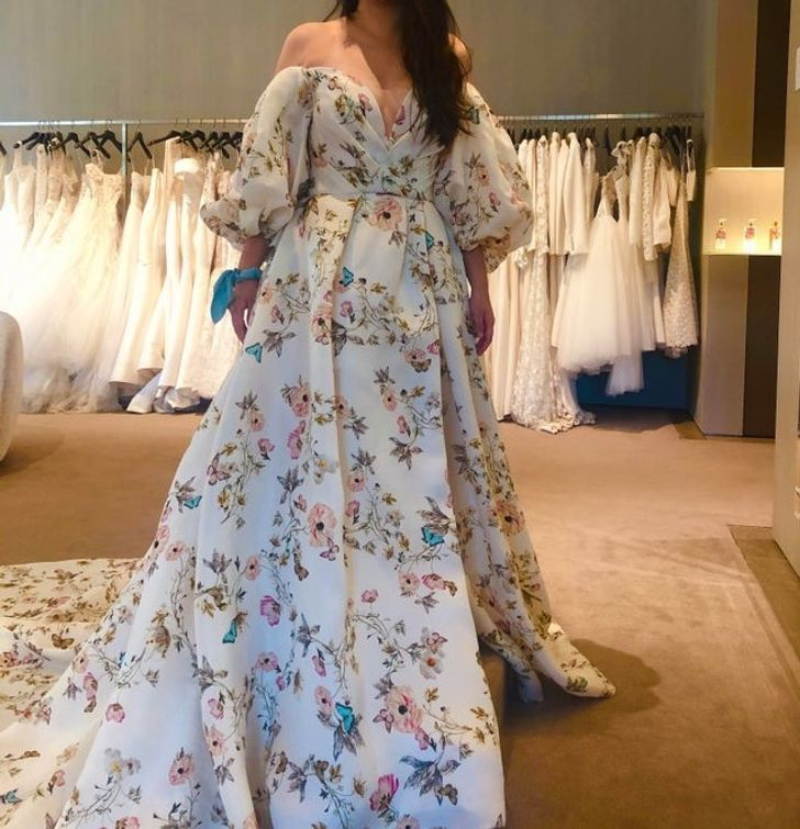 24 1 - 30 novias que no usaron el típico vestido blanco en su boda. Una se vistió de dinosaurio