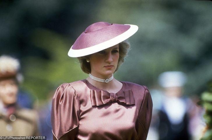 11 2 2 - 27 veces que Lady Di lució como toda una princesa con sus atuendos rosa