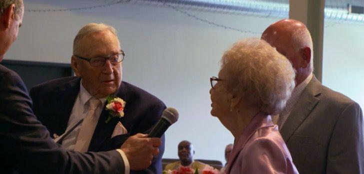 Captura de Pantalla 2021 06 11 a las 10.56.21 - Abuelos viudos encuentran de nuevo el amor y se casaron a los 95 años. Se conocieron en la pandemia
