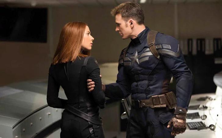 scarlett chris evans amigos0002 - Scarlett Johansson y Chris Evans son mejores amigos en la vida real. Se conocieron antes de la fama