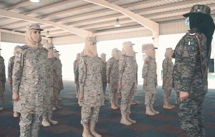 Captura de Pantalla 2021 09 02 a las 17.26.01 - Arabia Saudita celebró graduación de primera promoción de mujeres militares. Un avance histórico