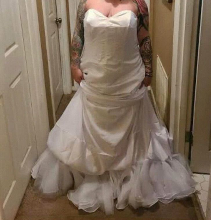 """novia vestido al reves3 - Novia reclama porque su vestido """"no es el que compró"""". Se lo había puesto al revés"""