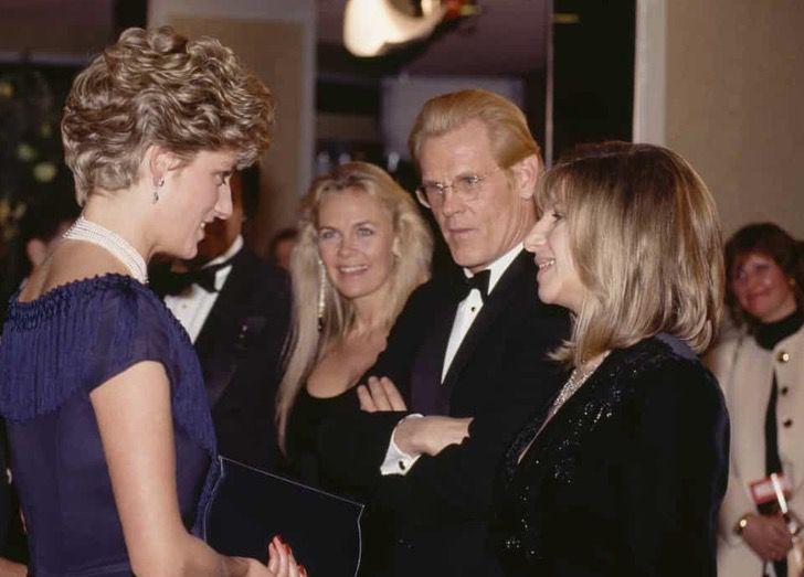 princesa diana famosos7 - 19 fotos de famosos que tuvieron la oportunidad de conocer a la princesa Diana de Gales