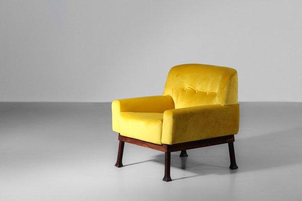 fauteuils vintage en velours jaune de isa bergamo italie 1970s set de 2