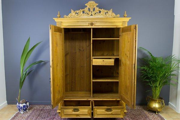 armoire a 2 portes en pin annees 20