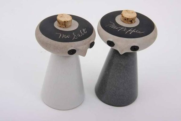 Mr Salt And Mrs Pepper By David Gill For Bennington Potters 1960s Set Of 2 For Sale At Pamono