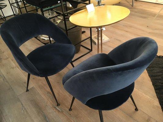 fauteuils tonneau en velours bleu par pierre guariche 1960s set de 6