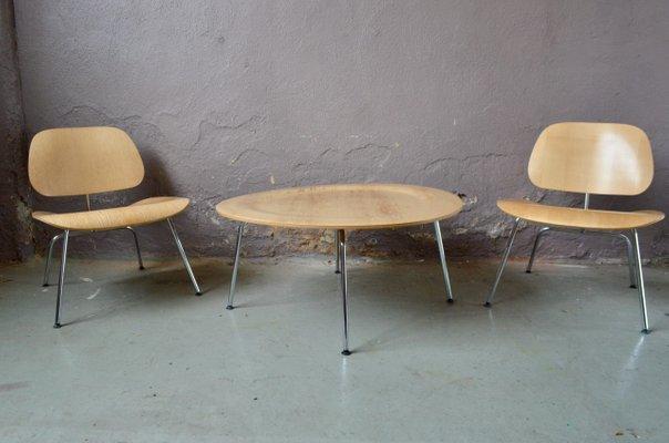 fauteuils mid century et table basse par charles ray eames pour vitra set de 3
